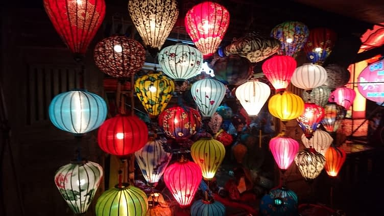 Yup, it's true, look closely and you'll see you can get an Hoi An paper lantern in the ubiquitous banana print to match your shirt / dress / suit / bikini...