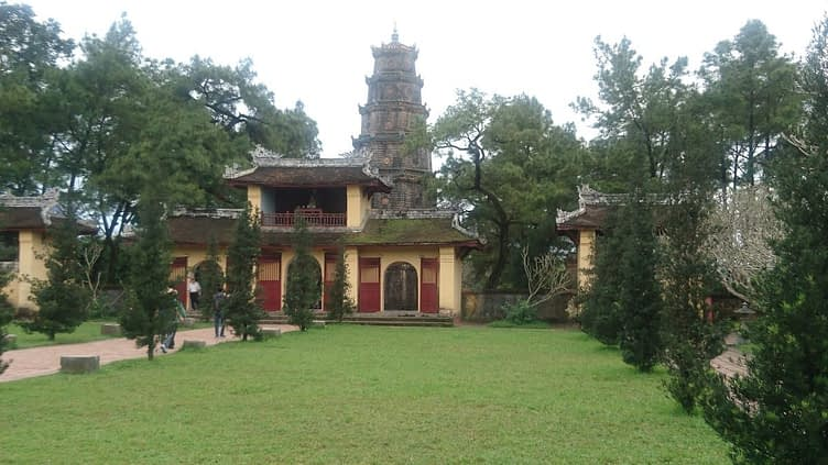 The grounds of the The Pagoda of the Celestial Lady comprise a Buddhist temple and gardens