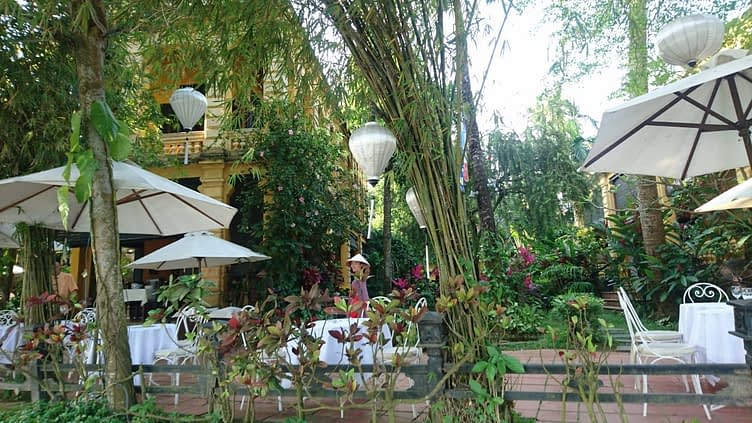 There is a multitude of beautiful restaurants for riverside dining