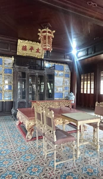 Those beautiful floor tiles do little to soften noise, so you'll need some silk slippers to avoid disturbing the emperor while he is reading in his Reading Room